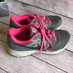 Girls Nike shoes grey & pink size 4 youth